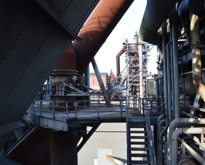 steel-mill-4479008_1920-1024x681